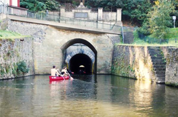 Flussschifffahrtstunnel