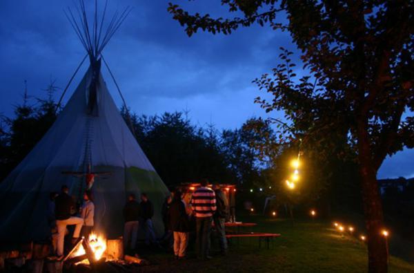 Tipi-Camp Oberlahn bei Nacht